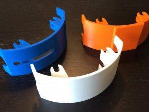 Capots en plastique réalisés avec une imprimante 3D en dépôt de fil FDM Stratasys.