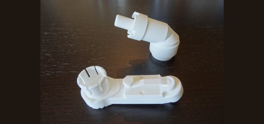 Impression 3D en poudre SLS d'un renvoi d'angle pour une visseuse pneumatique.