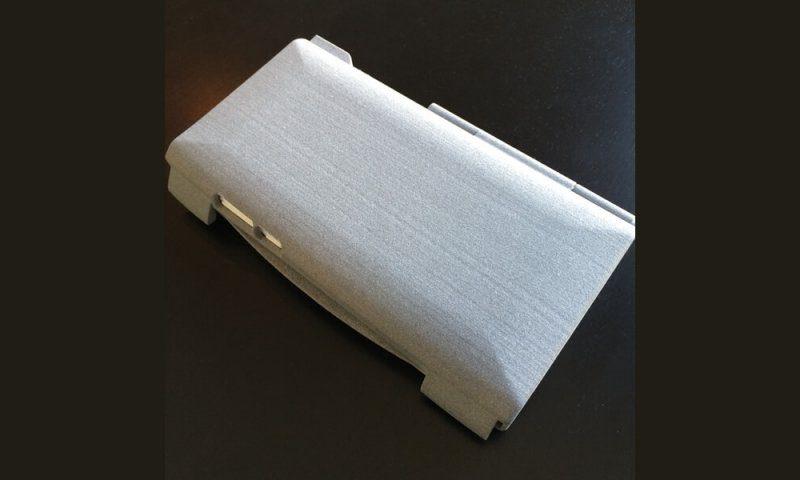 Boitier de téléphone portable fabriqué en impression 3D PA12 gris.