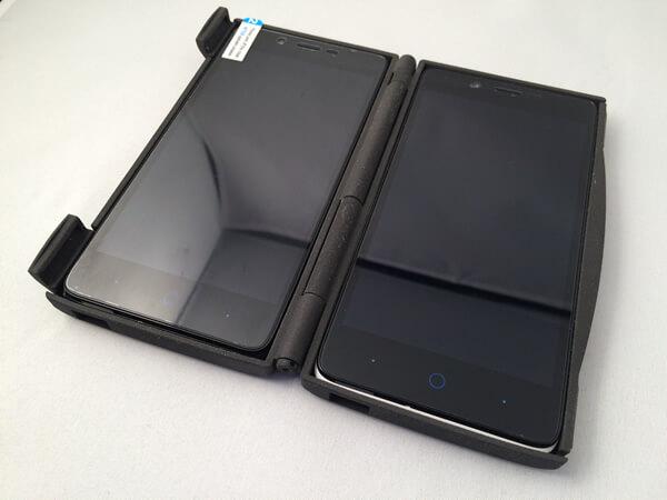 Boitier pour deux téléphones portables imprimé en plastique SLS noir.