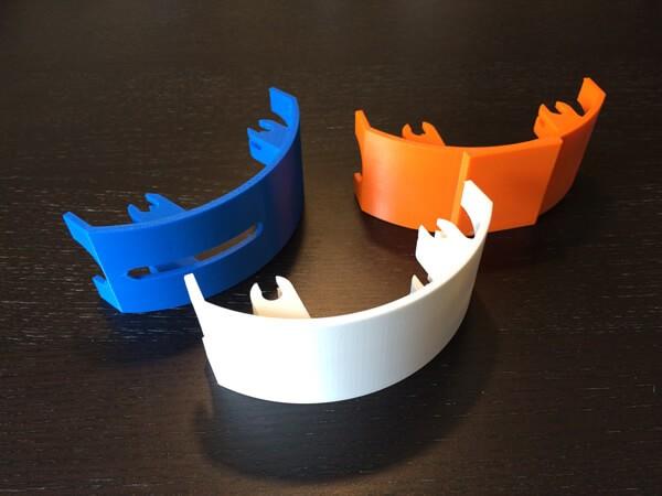 Capots réalisés en impression 3D en dépôt de fil FDM Stratasys.